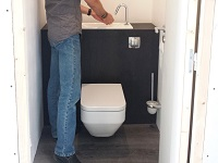 Access to a WiCi Boxi hand wash basin integrated to wall-mounted toilets - Atelier Création JF