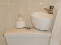 Small WiCi Mini basin kit fitting on already installed toilets - Ms A (83)