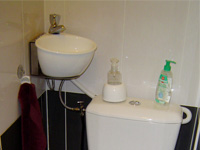 Small WiCi Mini wash basin kit fitting on already installed toilets - Mr and Ms C (France - 72)