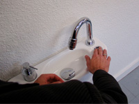 WiCi Concept hand wash basin, in action - 3 of 3